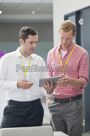 businessman and office worker discussing over