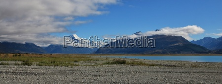 mt cook and shore of lake