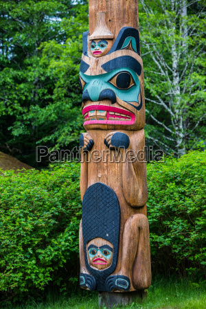 tlingit beaver clan totem pole