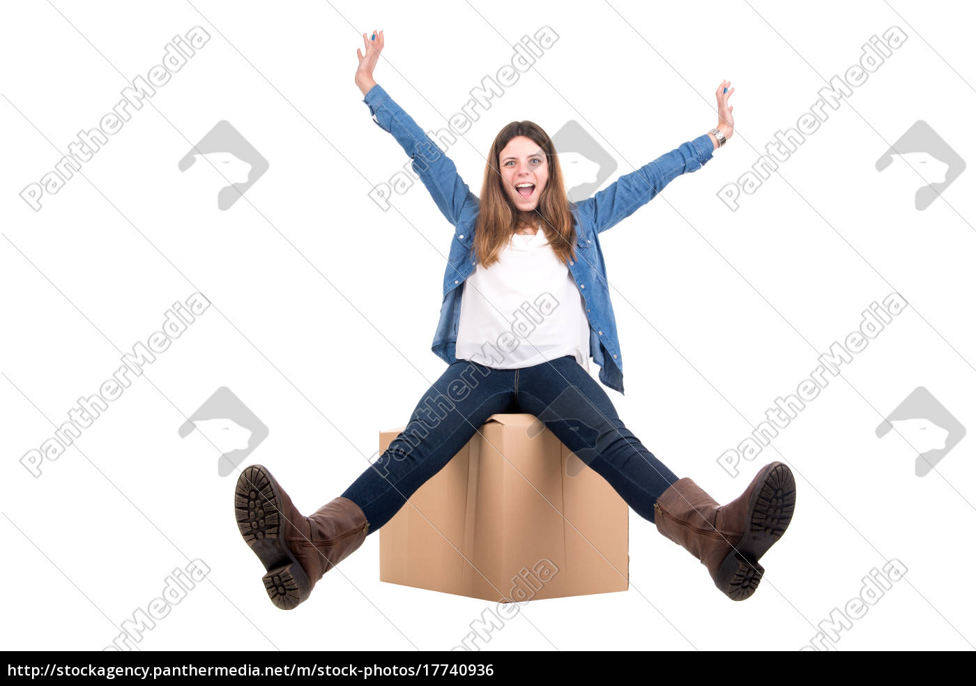girl, with, box - 17740936