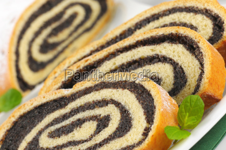 sliced poppy seed roll