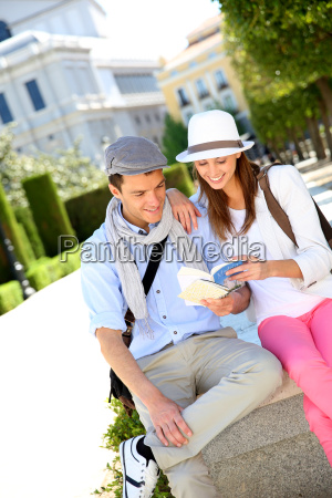 couple of tourists in la plaza