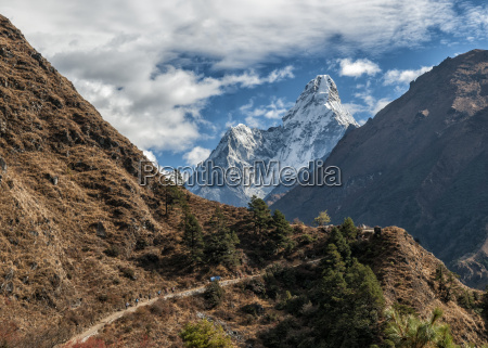 nepal himalaya solo khumbu ama dablam