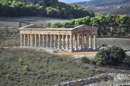 paseo viaje templo griego al aire