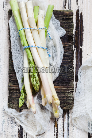 tied green and white asparagus on
