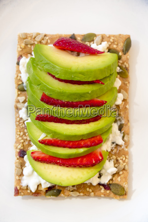 crispbread with cottage cheese and slices
