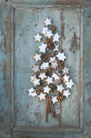 christmas tree shaped of cinnamon stars