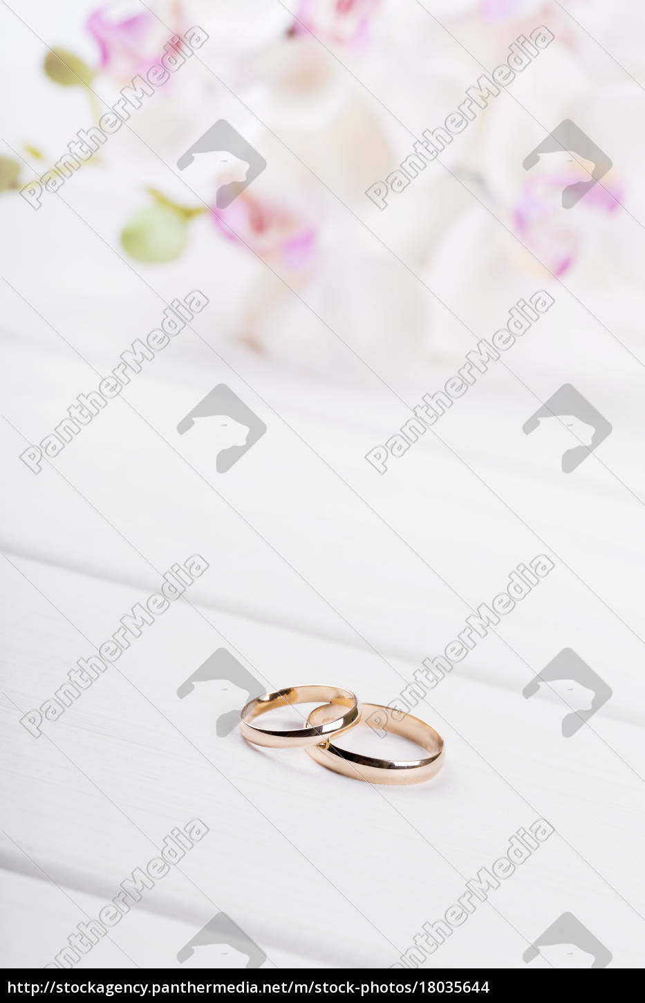 golden, wedding, rings, with, flowers, on - 18035644