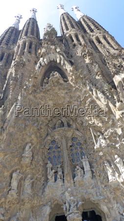 facade of basilica sagrada familia unesco
