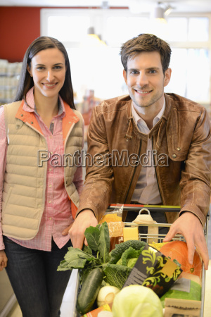couple shopping in an organic grocery