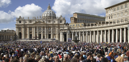saint peters square filled with people