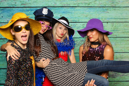 4 fine ladies with hats in