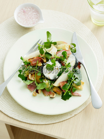 goats cheese pear and hazelnut salad