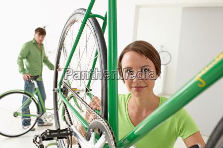 woman indicating bike technics