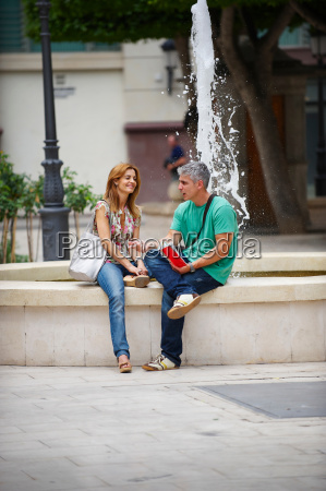 tourist couple by fountain