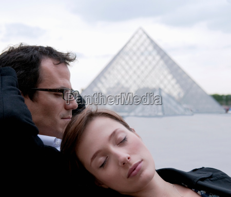 couple relax outside the louvre