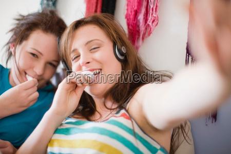 smiling teenage girls eating together