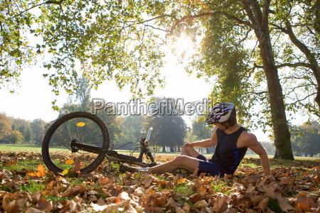 cyclists looking at injury