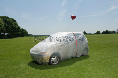 bubble wrapped car with balloons