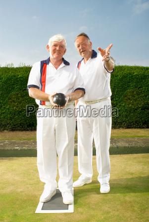 bowlers discussing tactics