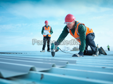 building foreman reading plans as workman
