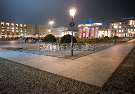 pariser platz and brandenburg gate in