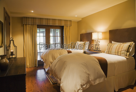 guest bedroom with single beds quebec