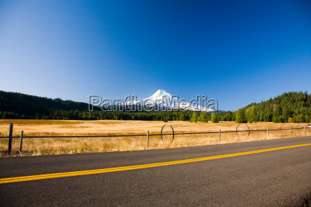 mount hood from hood river valley