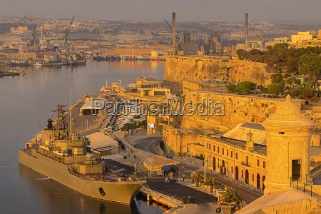 valetta cruise port at dawn