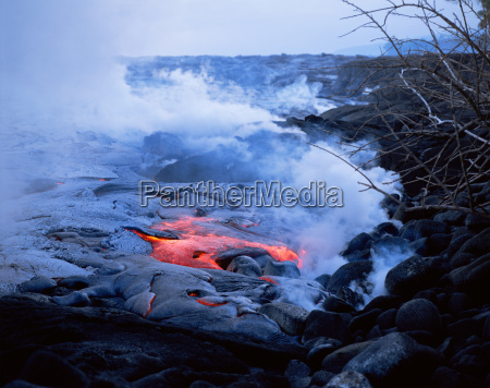 lava flow of kilauea volcano