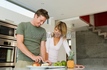 couple preparing fruit
