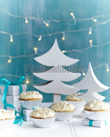 christmas cupcakes decorated with silver cake