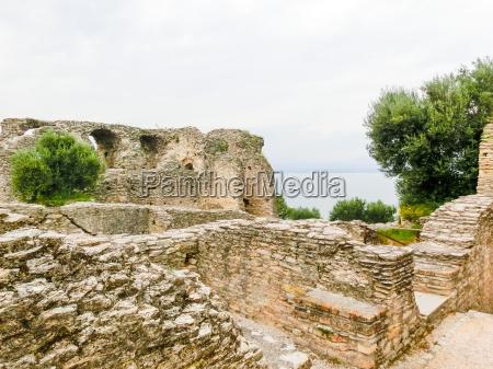 ruins of catullus caves roman villa