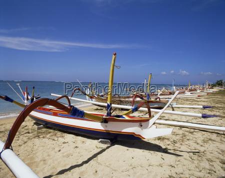 prahu barcosplaya de sanurbaliindonesiaasia sur orientalasia