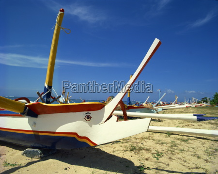 prahu barcosplaya de sanurbaliindonesiael sudeste de
