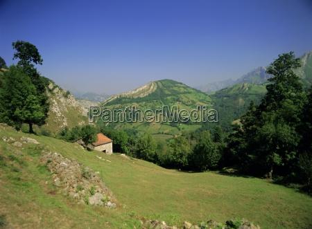sierra dobros picos de europa mountains