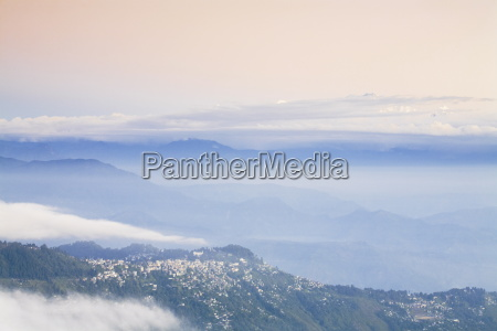 view from tiger hill of kanchenjunga