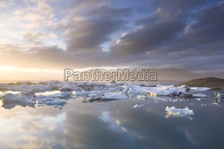 icebergs floating on the jokulsarlon glacial