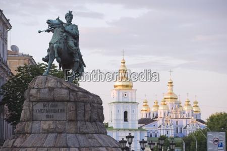 torre viaggio viaggiare religione statua cupola