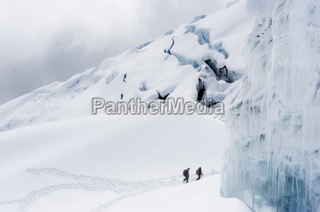 climbers on the glacier of volcan