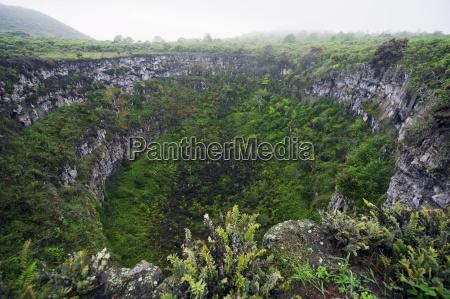 volcanic crater isla sant cruz galapagos