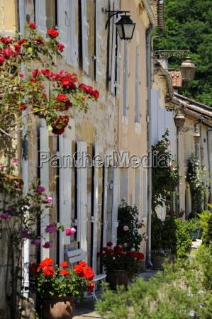 street of houses st jean de