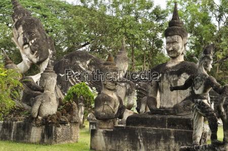 statues at xieng khuan buddha park