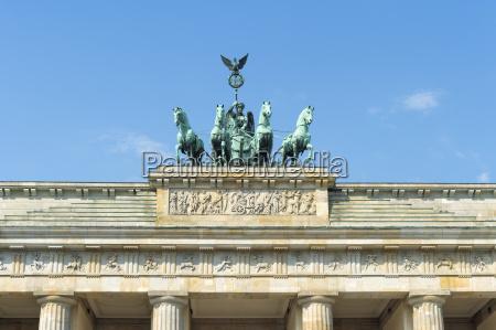 quadriga on top of the brandenburger