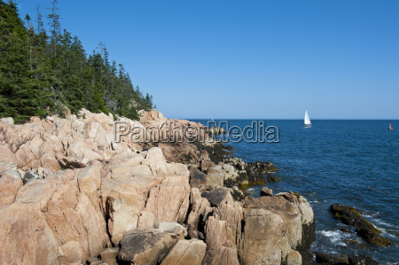 sailing boat at the rocky cliffs