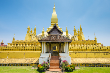 pha that luang golden stupa vientiane