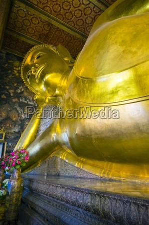 giant reclining buddha wat pho temple