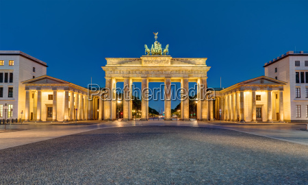 panorama of the brandenburg gate in