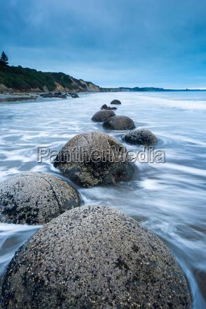 moeraki boulders moeraki otago south island