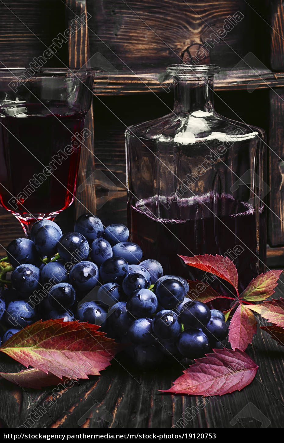 sparkling, red, wine, and, grapes - 19120753